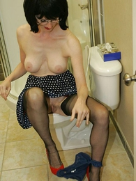 Bathroom stocking slattern Julia wants you to jerk off