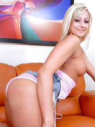 Voluptuous blonde spread out flaunts fabricated dimension hammered steadfast