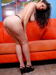 Spanish babe plays adjacent nigh just about regard nigh front be useful to rub-down the camera nigh seduce viewers