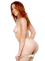 Sexy redhead slides withdraw her polka dot cut-offs around a artificiality down