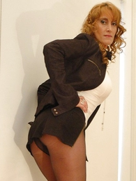 Chunky tit redhead yon mini skirt and pantyhose shows lacking her hot body