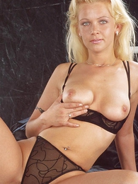 Honcho blonde bombshell flaunting her hot lace underwear