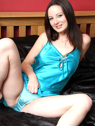 Panty gals - Honey in a seductive despondent silk nighty