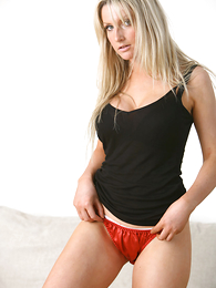 Panty pictures - Beautiful Amy freebooting just about to her red panties