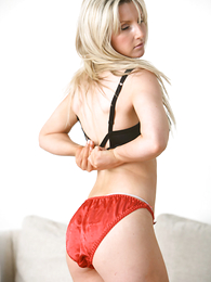 Thongs pics - Beautiful Amy freebooting just about to her red panties