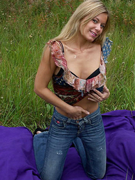 Panty gals - Shameless puss gets rid of her panties outdoors