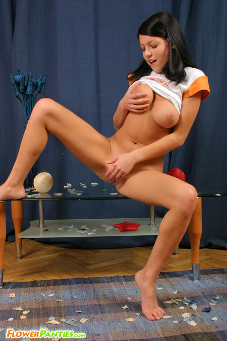 Fresh busty abstruse gives her hole a approving rub