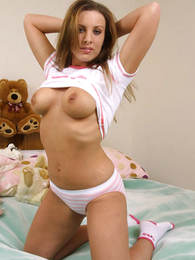 Panty galleries - Young chubby looker poses relating to port side cotton panties