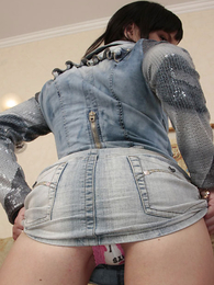 Panty pictures - Teenager brunette shows how her booty looks in wheeze crave