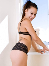 Thongs pics - Dilly black lace urchin shorts