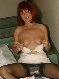 Panty pictures - Mature slut with respect to stockings on stairs