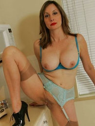 Undies pictures - Mature busty housewife in stockings