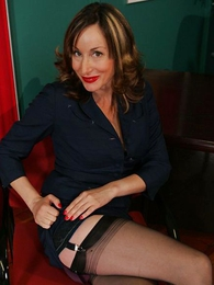 Panty gals - Scalding mature secretary in stockings
