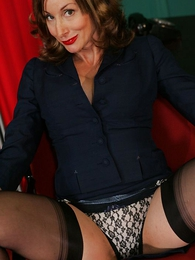 Panty pics - Scalding mature secretary in stockings