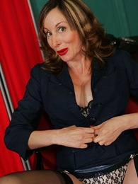 Panty pictures - Scalding mature secretary helter-skelter stockings