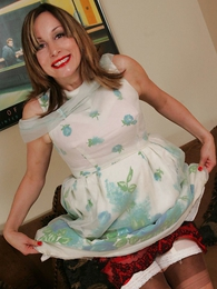 Panty photos - Grown relative to mom lets you look relative to her skirt