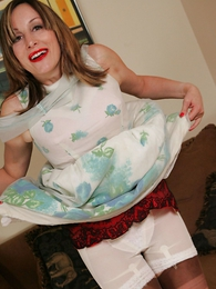 Panty pictures - Grown relative to mom lets you look relative to her skirt