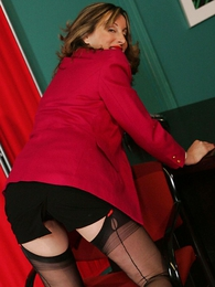 Panty gals - Foot amulet stocking mature secretary Abi