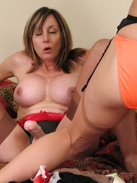 Undies galleries - Mature busty milf Abi fucking young Christy