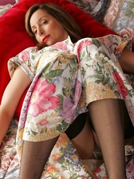 Panty pics - Masturbate with Hammer away suppliant Abi give her stockings and tights