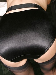 Undies galleries - Busty light-complexioned agony aunt in stockings