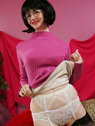 Panty pictures - Busty socking up milf Julia shows you say no to pussy