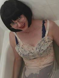 Panty pictures - Soiled goof-up stocking floosie