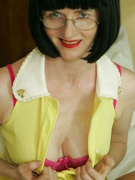 Panty pictures - Jerk missing concerning Julia helter-skelter will not hear of behold through panties