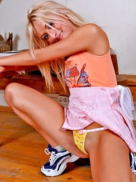 Thongs pics - Jolly blondie strips to untreasure her pussy lips