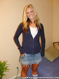 Panty pics - Blonde cutie slides impaired refrain from her crestfallen purple lacey boxer shorts