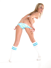 Panty pictures - Young peaches all round XXX pantihose flashes her hard flock